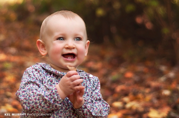 Kel-Murphy-Photography-Philadelphia-Child-Photographer-Montgomery-County-Bucks-County-Family-Huntingdon-Valley-Rydal-Families-Children-High-School-Senior-Portraits-one-year-old-girl-clapping-hands-fall